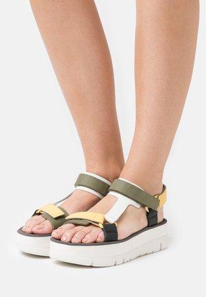 ORUGA UP - Sandály na platformě - yellow