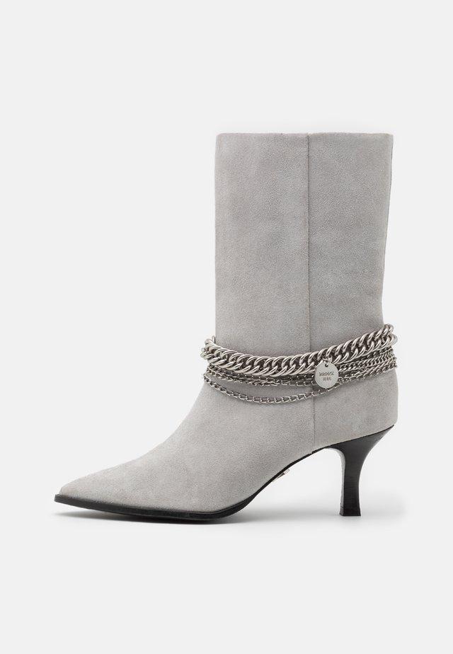 NEW LARA - Stiefel - ice grey