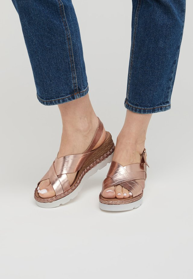 CROSS-OVER  - Espadrilles - gold