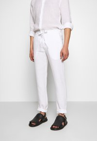 120% Lino - TROUSERS - Pantalon classique - white - 0