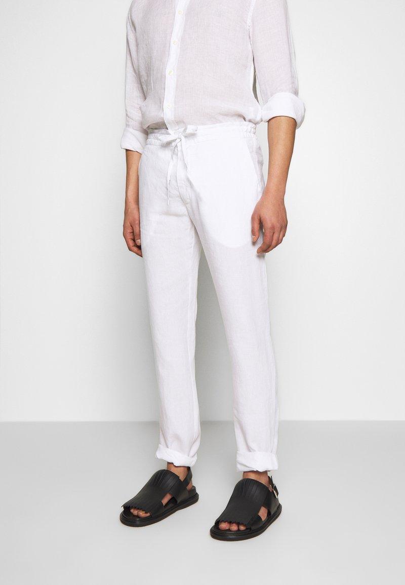 120% Lino - TROUSERS - Pantalon classique - white
