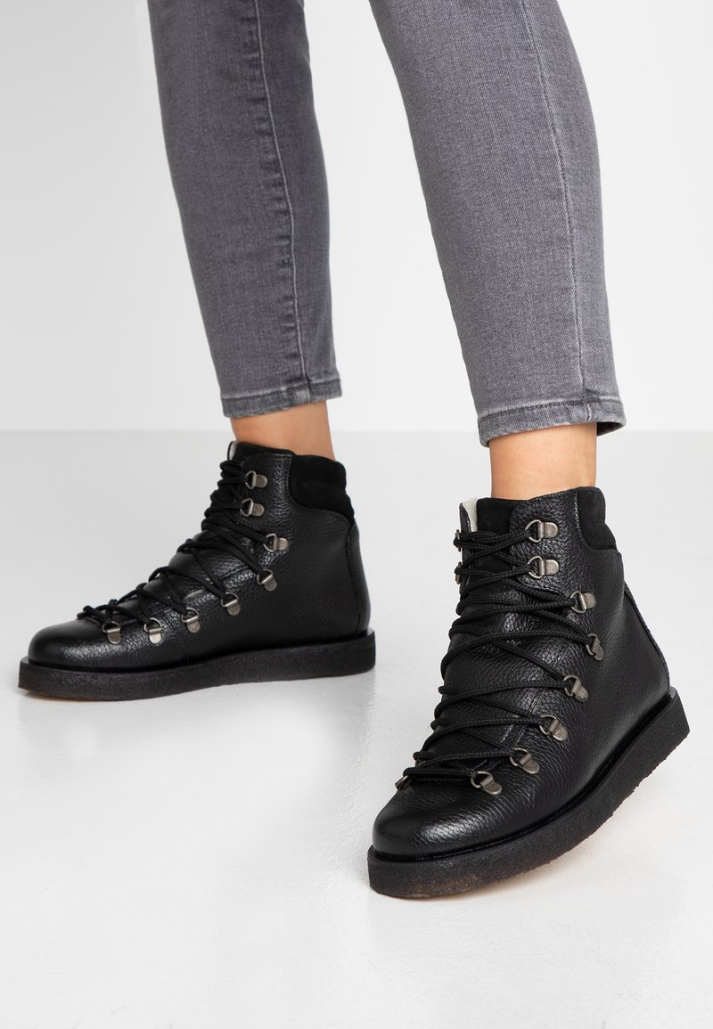 ANGULUS - Lace-up ankle boots - kentucky