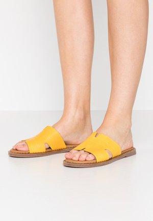 SLIDES - Pantofle - sun
