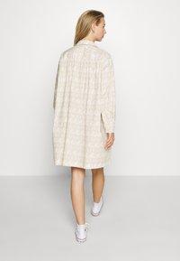 Wood Wood - JANICA DRESS - Sukienka koszulowa - beige - 2