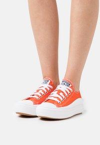 Converse - CHUCK TAYLOR MOVE PLATFORM - Zapatillas - bright poppy/black/white - 0