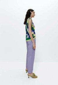 Uterqüe - Straight leg jeans - lilac - 2