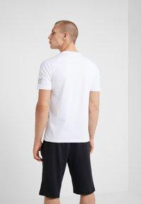 EA7 Emporio Armani - T-shirt imprimé - white - 2