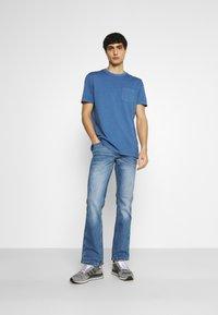 Mustang - OREGON - Bootcut jeans - denim blue - 1