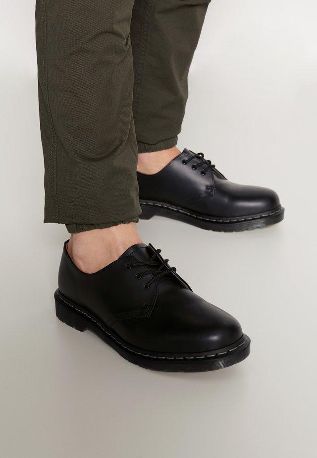 1461 - Sznurowane obuwie sportowe - black smooth