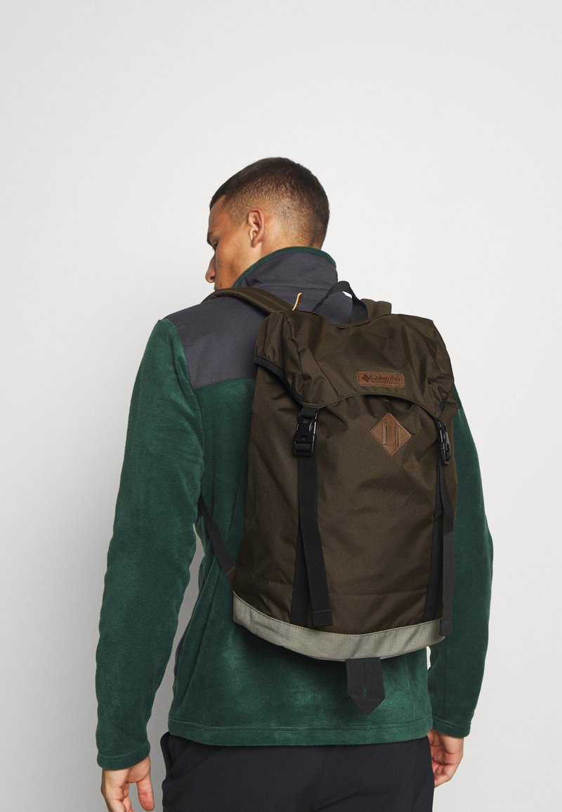 Columbia - CLASSIC OUTDOOR 25L DAYPACK UNISEX - Sac à dos - olive green/stone green