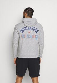 Under Armour - RIVAL ORIGINATORS HOODIE - Jersey con capucha - steel light heather/beta - 2