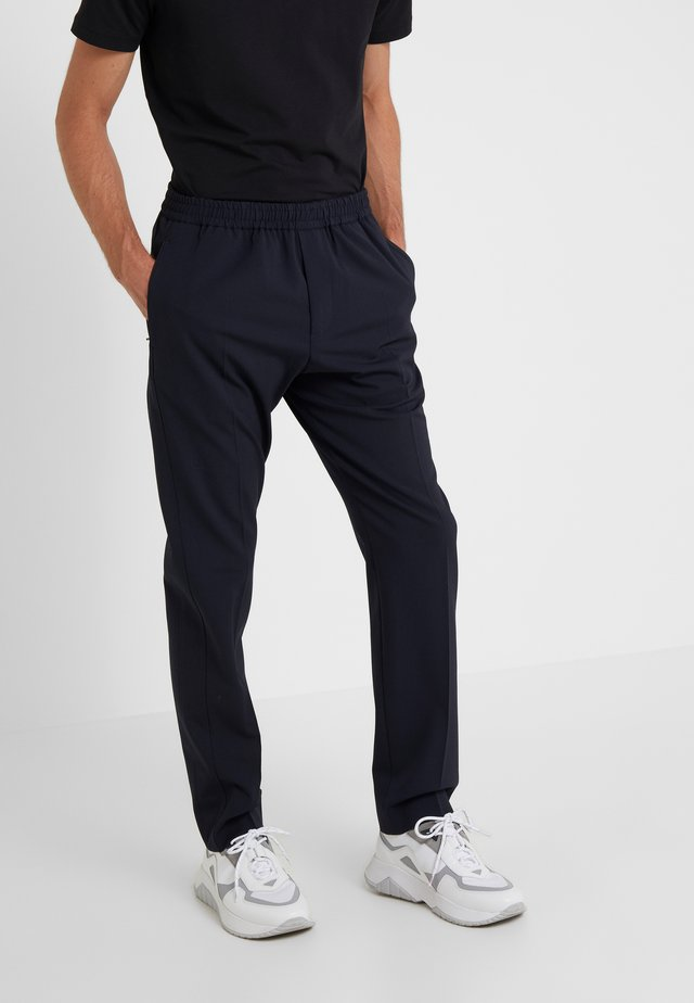 ETTRICK-TECHNO TROUSERS - Pantalones - navy