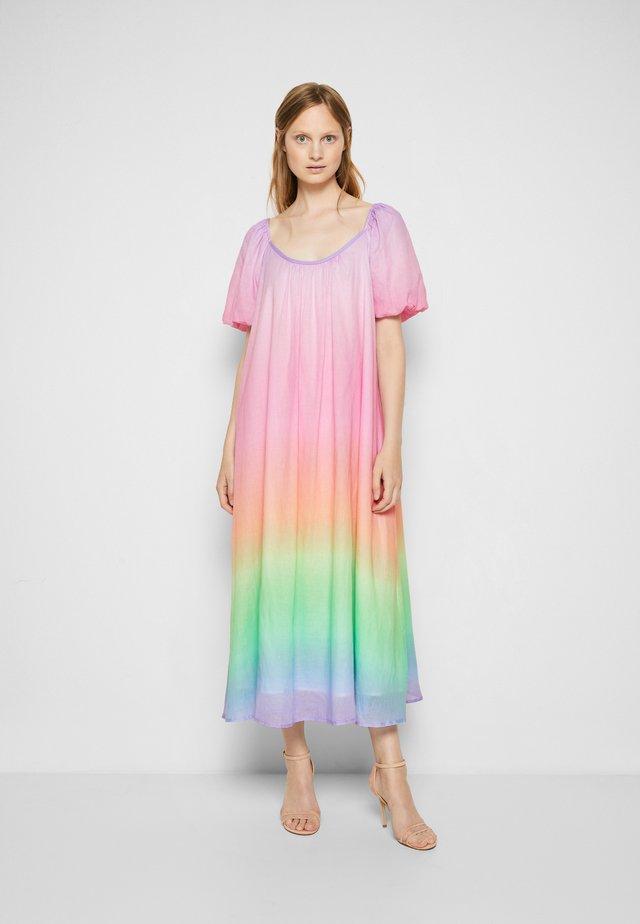 OLYMPIA - Maxi šaty - ombre