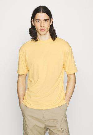 MOCK NECK RELAXED - Basic T-shirt - orange