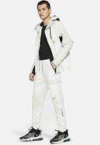 Nike Sportswear - Träningsbyxor - summit white/light bone/black/black - 1