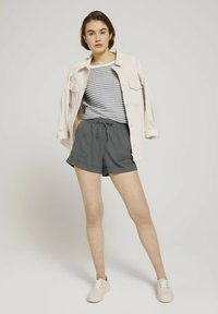 TOM TAILOR DENIM - Shorts - grey - 1