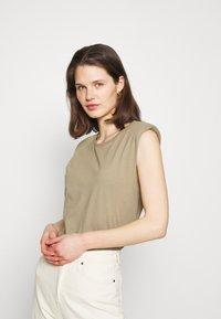 edc by Esprit - Basic T-shirt - khaki - 0