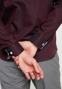 Selected Homme - SLHSLIMNEW MARK SLIM FIT - Formal shirt - winetasting - 3