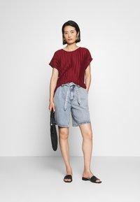 Soyaconcept - SC-KIRIT 1 - Print T-shirt - metallic red - 1
