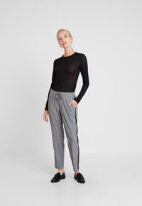 comma casual identity - TROUSERS - Trousers - grey/black - 1