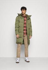 TOM TAILOR DENIM - MODERN PUFFER COAT - Zimní kabát - tree moss green - 1