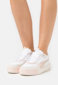 Puma - CALI SPORT IN BLOOM - Trainers - white/marshmallow/cloud pink - 4