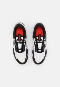 Nike Sportswear - AIR MAX BOLT BG UNISEX - Sneakers basse - white/black/bright crimson - 3