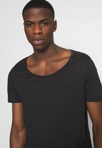 YOURTURN - UNISEX - T-shirt - bas - black - 5