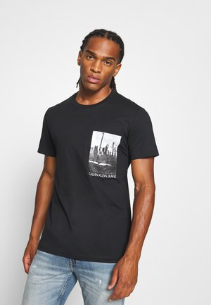 POCKET TEE - T-shirt med print - black