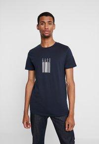 Jack & Jones - JCOESCAPE TEE CREW NECK - Print T-shirt - sky captain - 0