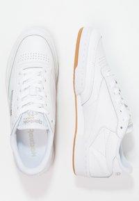 Reebok Classic - CLUB C 85 - Sneakersy niskie - white/light grey - 2