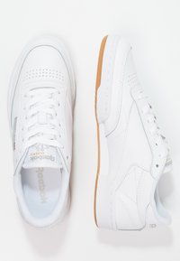 Reebok Classic - CLUB C 85 - Sneakers laag - white/light grey - 4