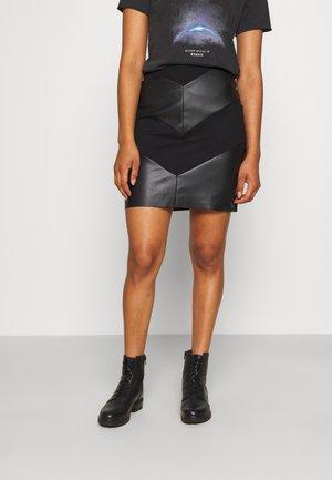 ONLVIOLA MIX SKIRT - Mini suknja - black