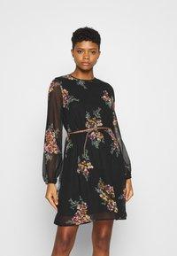 Vero Moda - VMNEWALLIE BELT SHORT DRESS - Vestito estivo - black - 0