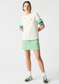 Lacoste - Print T-shirt - weiß / gelb / blau / türkis / grün - 0