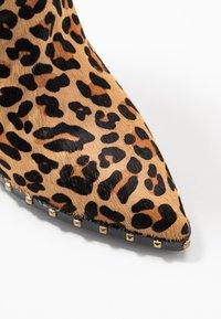 Alma en Pena - High heeled ankle boots - camel - 2