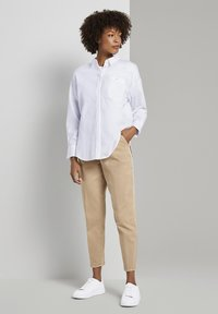 mine to five TOM TAILOR - MIT FALTENDETAIL - Jeans Tapered Fit - light ginger - 1