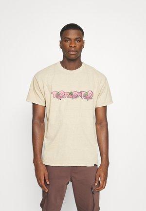 TORONTO FRONT BACK - Print T-shirt - sand