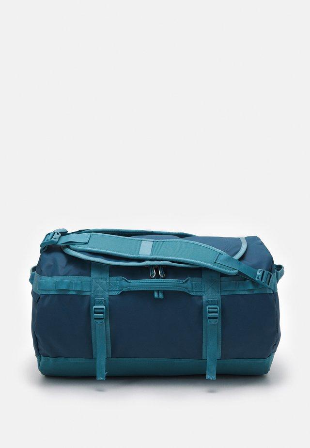 BASE CAMP DUFFEL S UNISEX - Sportovní taška - monterey blue/storm blue