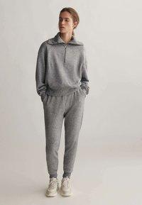 OYSHO_SPORT - Teplákové kalhoty - light grey - 1