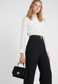 Coccinelle - LIYA - Handbag - noir - 1