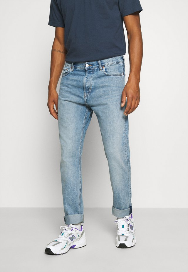 PINE REGULAR - Jeans Tapered Fit - week blue