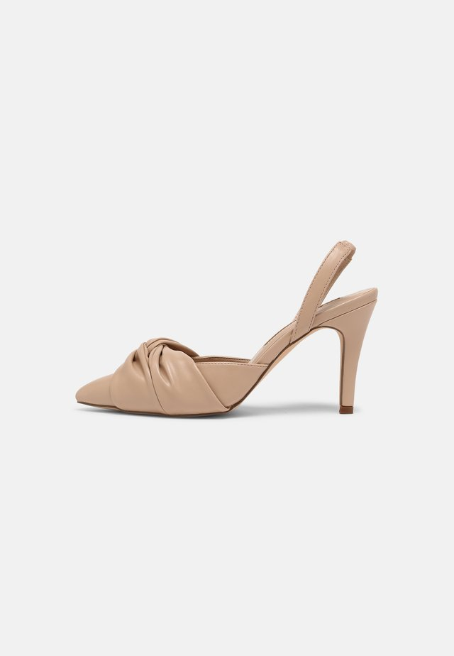 DELIGHT BOW FRONT COURT - Pumps - camel