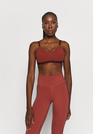 COMPRESSION WORKOUT BRA LIGHT SUPPORT - Sports-BH'er med let støtte - legend red/maroon