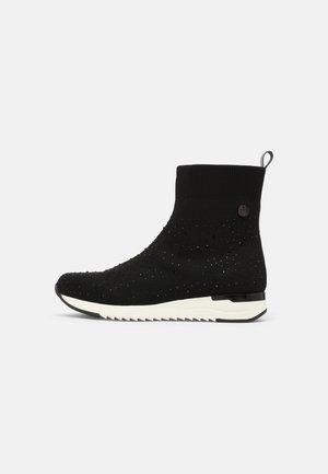Kotníkové boty - black/white