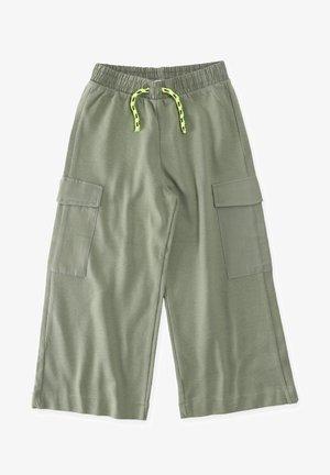 Shorts - metallic green