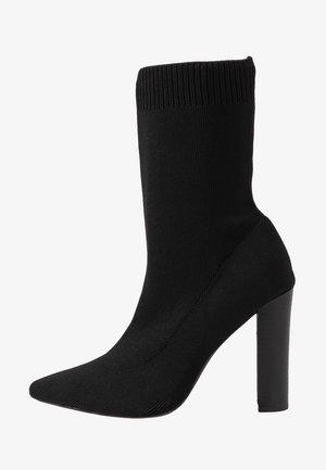 STACKED HEEL POINTED TOE - Højhælede støvletter - black