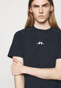J.LINDEBERG - DAVIN - Print T-shirt - navy - 3