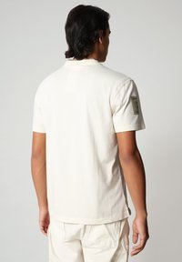 Napapijri - S-OAHU - T-shirt med print - new milk - 2