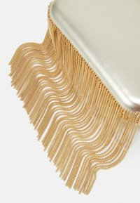Forever New - FREDERICA CHAIN FRINGE - Clutch - gold-coloured - 3